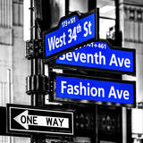 NYC Street Signs in Manhattan by Night - 34th Street, Seventh Avenue and Fashion Avenue Signs Impressão fotográfica por Philippe Hugonnard