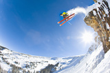Freestyle Skier Jumping off Cliff Papier Photo par Tyler Stableford