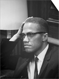 Malcolm X waits at Martin Luther King Press Conference, 1964 Stampe di Marion S. Trikosko