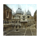 Venice (Italy), the Courtyard of the Doge's Palace (XVth Century), Circa 1890-1895 Photographic Print by Levy et Fils, Leon
