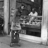 A Woman Watching the Prices of the Meat Fotografisk trykk av Marisa Rastellini