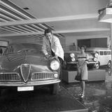 A Wife Looking at Her Husband in a Car Show Fotografisk trykk av Marisa Rastellini