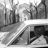 A Woman into a Car Fotografisk trykk av Marisa Rastellini