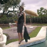 Sylva Koscina Posing Near a Swimming Pool Fotografisk trykk av Marisa Rastellini