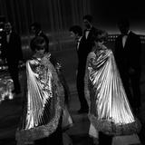 The Kessler Twins Dancing at Studio Uno Fotografisk trykk av Marisa Rastellini