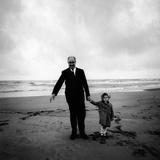 Giuseppe Saragat on the Beach of Castel Porziano with Giuseppina Santacatterina Reproduction photographique par Mario de Biasi