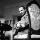 Giuseppe Ravegnani Looks at the Camera, Sitting on His Armchair Reproduction photographique par Mario de Biasi