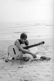 Adriano Celentano on the Sea Shore Fotografisk trykk av Marisa Rastellini