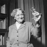 Hedwig Bleibtreu Toasting Reproduction photographique par Mario de Biasi