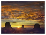 The Mittens and Merrick Butte at sunrise, Monument Valley, Arizona Plakaty autor Tim Fitzharris