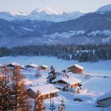Chalets in the Swiss Alps Reproduction photographique par Paul Almasy