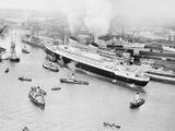 SS United States Entering Southampton Harbor Photographic Print
