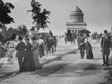 Pedestrians and Wagon Travelers near Grant's Tomb Photographic Print