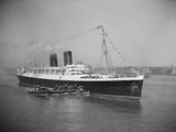 View of S.S. Mauretania with Tugboats Photographic Print