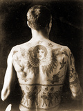 Portrait of a Man with an Elaborate Back-Piece Tattoo C.1910 Reproduction photographique