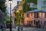 Evening Sunlight on La Maison Rose in Montmartre, Paris, France Fotografie-Druck von Brian Jannsen