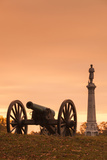 USA, Pennsylvania, Gettysburg, Battlefield Monument and Cannon Reproduction photographique par Walter Bibikow