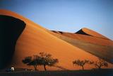 Namibia, Sossusvlei, Dune Sunset and Land Rover Fotografisk tryk af Walter Bibikow
