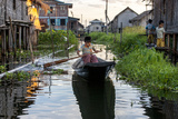 Transportation by Boat. Inle Lake. Myanmar Reproduction photographique par Tom Norring