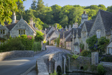 Early Morning in Castle Combe, Cotswolds, Wiltshire, England Fotografie-Druck von Brian Jannsen