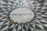 USA, New York, City, Central Park, John Lennon Memorial, Imagine Fotografisk tryk af Walter Bibikow