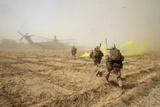 U.S. Marines Sprint across a Field to Load onto a Ch-53E Super Stallion Photographic Print