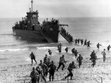 Soldiers of the U.S. Army Invade the Beach During Operation Torch in North Africa Photographic Print