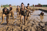 Competitors Emerge from a Mud Pit at Camp Lemonnier, Djibouti Fotografisk tryk