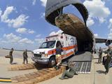 Airmen Load an Ambulance and Two Fire Trucks onto a C-5 Galaxy Fotodruck