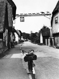 Bicycle Outside a Pub Photographic Print by Fred Musto