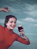 Girl and Guinness 1950s Fotografisk tryk af Charles Woof