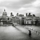London Millenium Bridge Fotodruck von Nina Papiorek