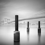 3 Postes en Brooklyn Bridge Photographic Print by Moises Levy