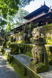 Overgrown Statues in a Temple in the Monkey Forest, Ubud, Bali, Indonesia, Southeast Asia, Asia Reprodukcja zdjęcia autor Michael Runkel