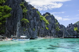 Outrigger Boats in the Crystal Clear Water in the Bacuit Archipelago, Palawan, Philippines Fotografisk trykk av Michael Runkel