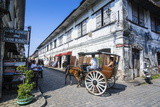 Horse Cart Riding Through the Spanish Colonial Architecture in Vigan, Northern Luzon, Philippines Fotografisk tryk af Michael Runkel