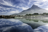Lenticular Cloud Above Lion's Head on Signal Hill Reflected in Ocean, Camp's Bay, Cape Town Lámina fotográfica por Kimberly Walker
