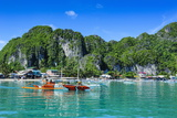 The Bay of El Nido with Outrigger Boats, Bacuit Archipelago, Palawan, Philippines Fotografie-Druck von Michael Runkel