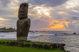 A Single Moai at Fisherman's Harbor in the Town of Hanga Roa Lámina fotográfica por Michael Nolan