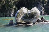 Split Apple Rock in Tasman Bay, Abel Tasman National Park, Nelson Region Photographic Print by Stuart Black
