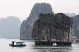 Halong Bay, UNESCO World Heritage Site, Vietnam, Indochina, Southeast Asia, Asia Photographic Print by Richard Cummins