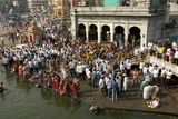 Worshippers at the Ramkund Tank on the Ghats Along the Holy River Godavari Reprodukcja zdjęcia autor Tony Waltham