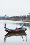 Colourful Boat and U Bein Bridge on Taungthaman Lake, Amarapura, Mandalay, Myanmar (Burma), Asia Photographie par Christian Kober