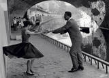 Rock 'n' Roll Dancers on Quays of Paris, River Seine, 1950s Poster von Paul Almasy