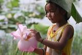 Child and the Flower from Banteay Chhmar (Cambodia) Fotografisk trykk av Aymeric Bellamy Brown