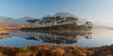 Lake at Dawn, Derryclare Lake, Connemara, County Galway, Ireland Lámina fotográfica por Panoramic Images,