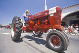 Tractor at Independence Day Parade in Ojai, CA Fotografisk tryk
