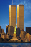 World Trade Center Behind Statue of Liberty Reproduction photographique