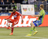 2014 MLS Playoffs: Nov 10, FC Dallas vs Seattle Sounders - Fabian Castillo, Chad Marshall Photo by Steven Bisig