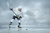 Ice Hockey Player on the Ice Reproduction photographique par  yuran-78